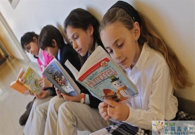 Fay School-菲尔中学-Fay School的学生正在看书