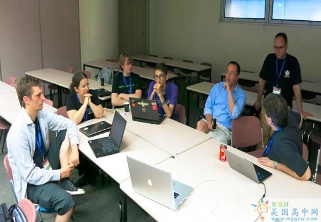 Hillside School-希尔赛德男子中学-Hillside School的会议讨论