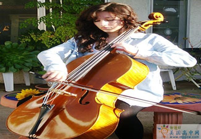 Idyllwild Arts Academy -埃迪怀德艺术高中-Idyllwild Arts Academy 的大提琴演奏