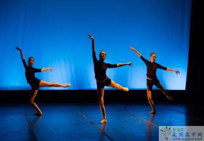 Northfield Mount Hermon School-北野山中学-Northfield Mount Hermon School的舞蹈表演