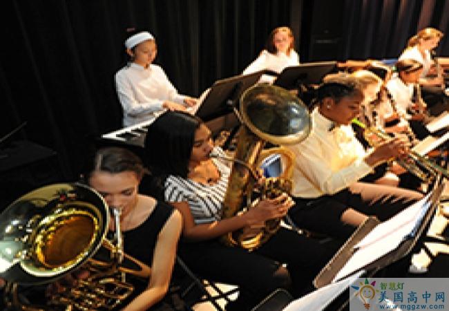 Stoneleigh-Burnham School-诗德伯翰中学-Stoneleigh-Burnham School的音乐演奏