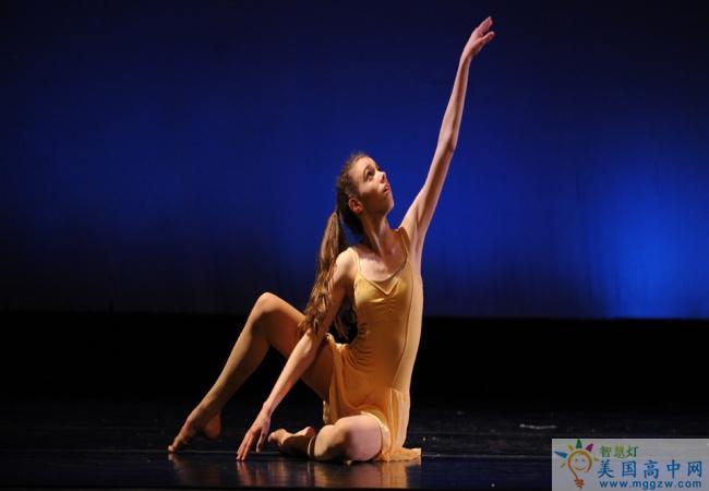 Stoneleigh-Burnham School-诗德伯翰中学-Stoneleigh-Burnham School的舞蹈表演