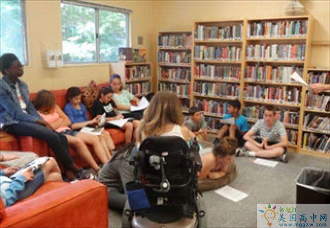 The Athenian School-雅典娜高中-Athenian School的图书馆