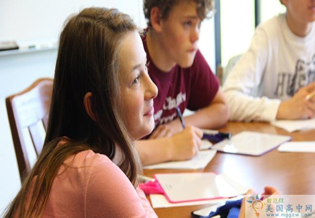 The Loomis Chaffee School -鲁米斯柴菲中学-Loomis Chaffee School认真听课的学生