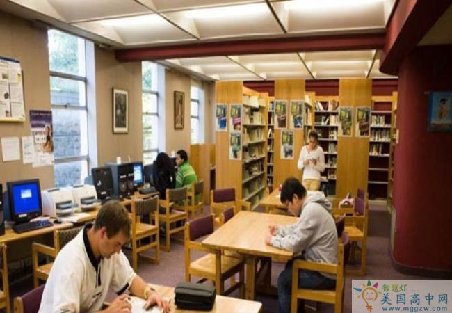 The MacDuffie School-马克杜菲高中-MacDuffie School的图书馆