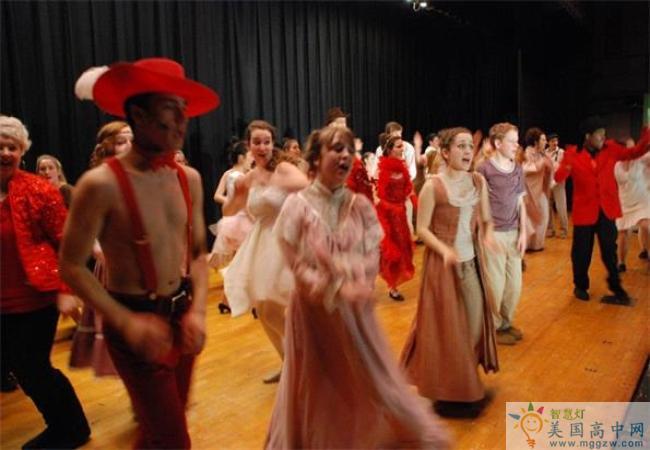 Bishop Ludden Junior-Senior High School-卢登中学-Bishop Ludden Junior Senior High School戏剧表演.jpg