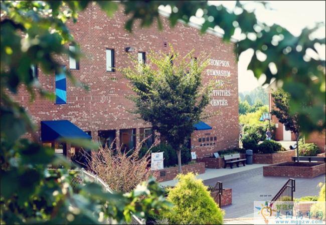 Burlington Christian Academy-伯林顿基督中学-Burlington Christian Academy建筑.png