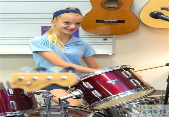Carolina Day School-卡罗莱纳日中学-Carolina Day School的乐器演奏.jpg