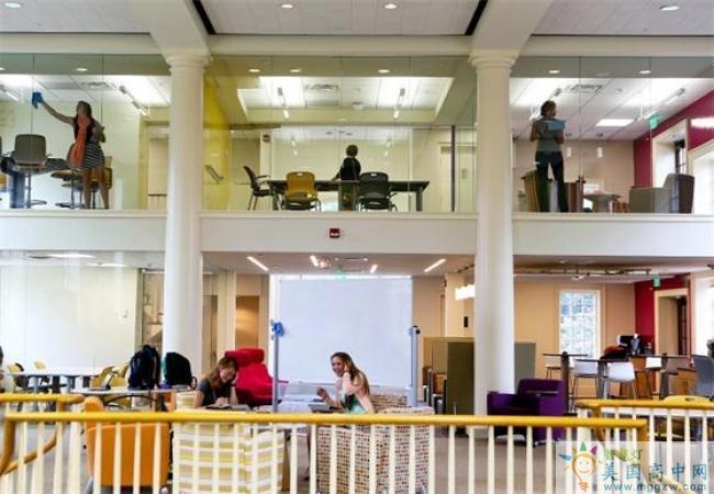 Chatham Hall-查塔姆霍尔女子中学-Chatham Hall的图书馆