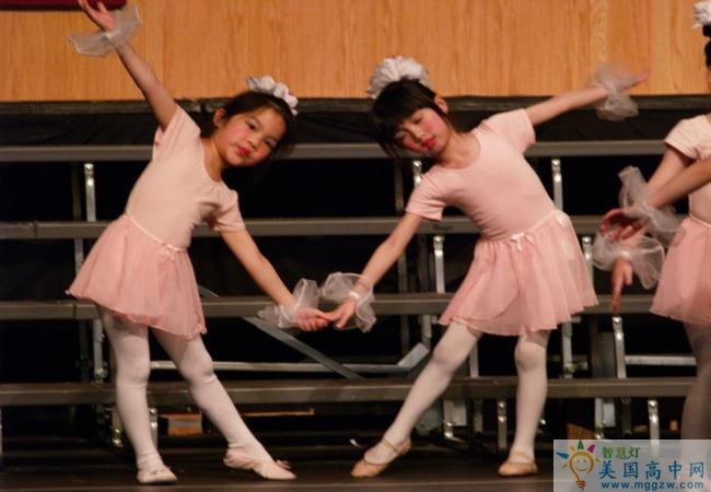 Cornerstone Academy-奠基石中学-Cornerstone Academy的舞蹈训练.jpg