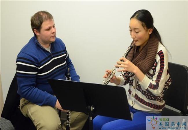 Grier School-葛瑞尔女子中学-Grier School的教师指导笛子演奏