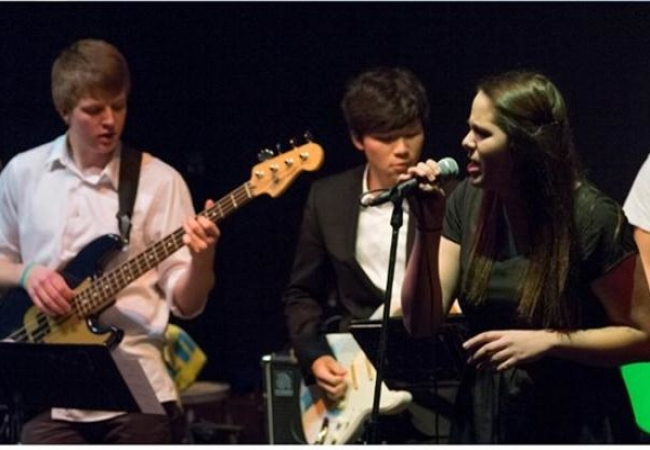 Holderness School -胡德尼斯中学-Holderness School的音乐演奏