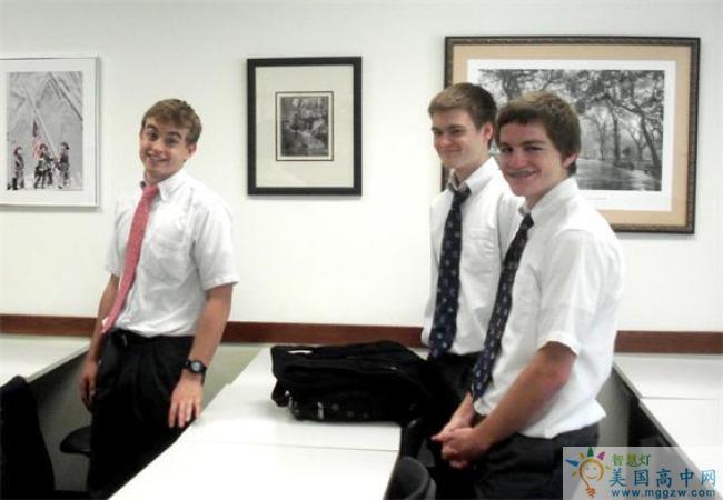 Holy Spirit Preparatory School-思博瑞特中学-Holy Spirit Preparatory School的学生们合影.jpg