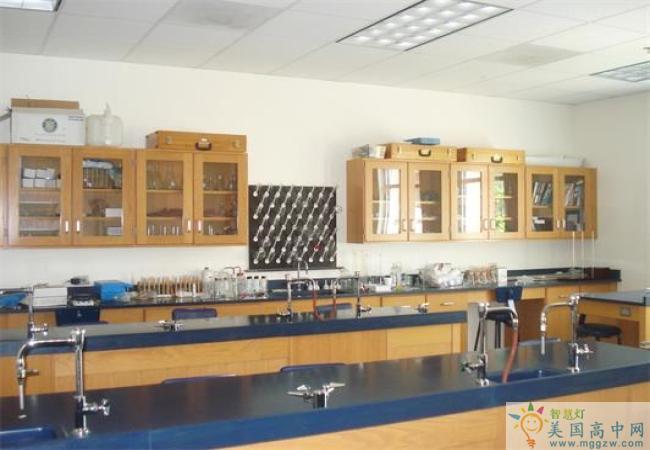 Holy Spirit Preparatory School-思博瑞特中学-Holy Spirit Preparatory School的实验室.jpg