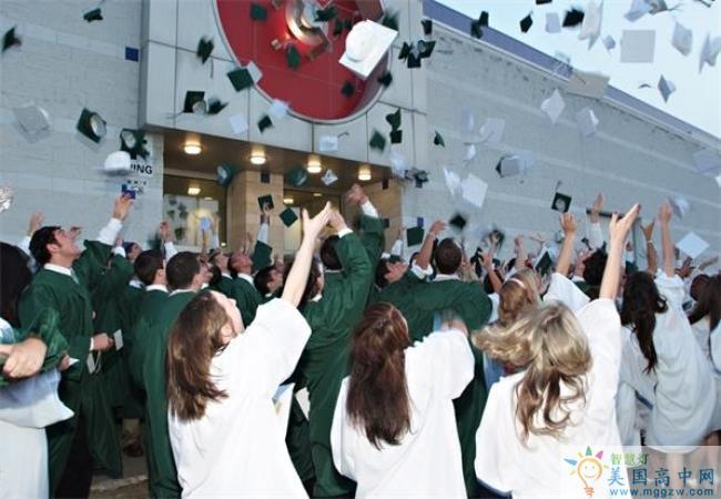 Lake Catholic High School-雷克天主中学-Lake Catholic High School毕业典礼.jpg