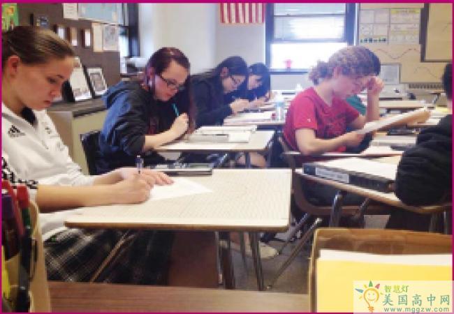 Lehigh Valley Christian High School-利哈伊谷基督中学-Lehigh Valley Christian High School学生在认真学习.png