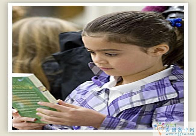Oregon Episcopal Schoo-俄勒冈主教中学-Oregon Episcopal School在看书的学生