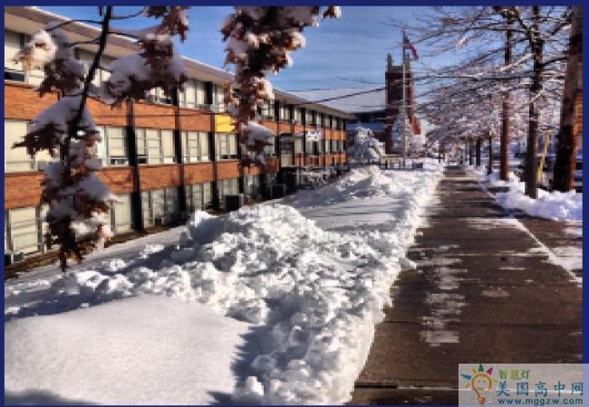 Raritan Bay Catholic-拉里坦湾天主预备中学-Raritan Bay Catholic学校雪景.png