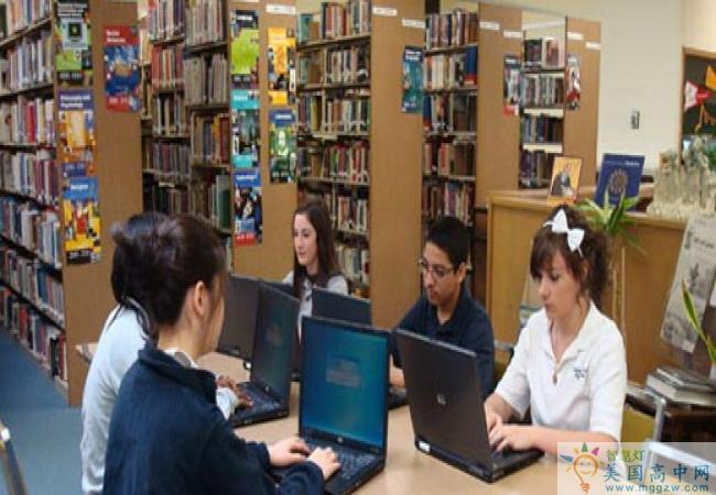 Raritan Bay Catholic-拉里坦湾天主预备中学-Raritan Bay Catholic图书馆.jpg